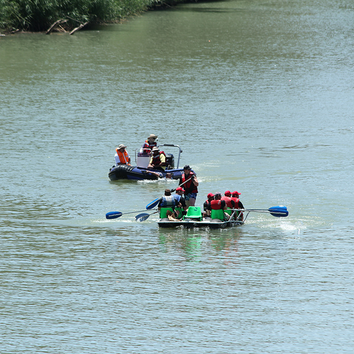 boat competition with teams